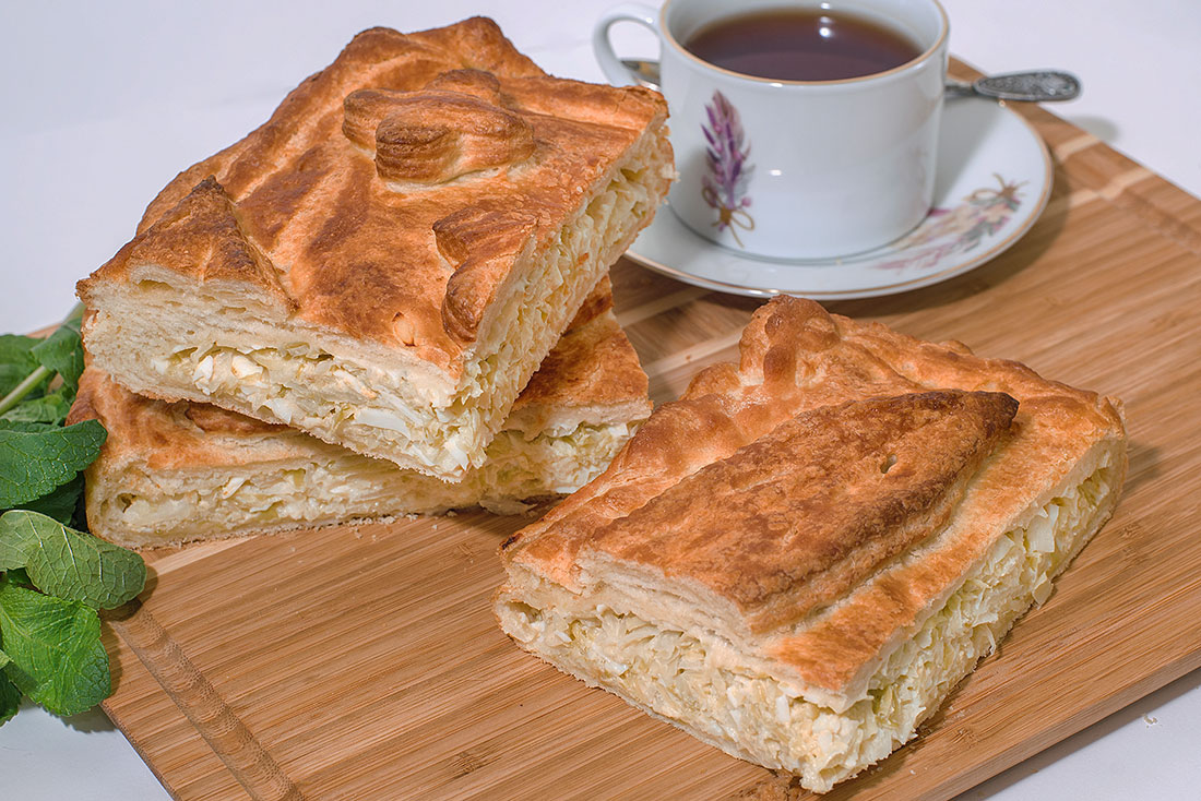 Пирог слоеный с капустой и яйцом 1кг СП