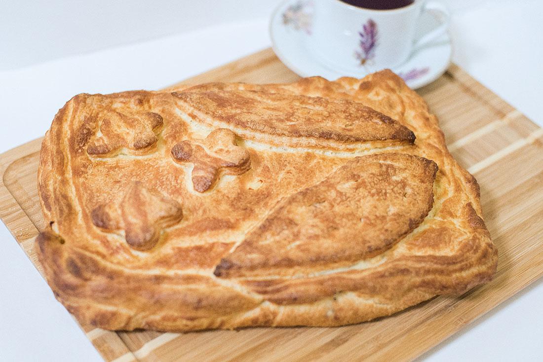 Пирог слоеный с картофелем и фаршем 1кг СП